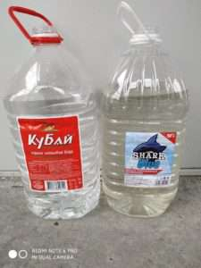 Слева вода после обработки фильтрами для воды. Справа городская вода до системы фильтрации