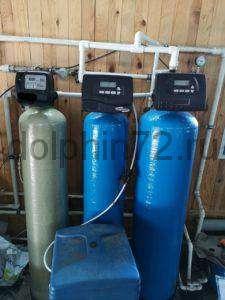 Произвели модернизацию системы водоочистки добавив 2 фильтра и заменив загрузку в светлом фильтре. Так как система водоочистки, установленная нашими конкурентами, не справлялась с довольно загрязнённой водой со скважины