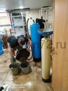 Замена фильтрующих загрузок на ранее установленной компанией «Дельфин» системе очистки воды