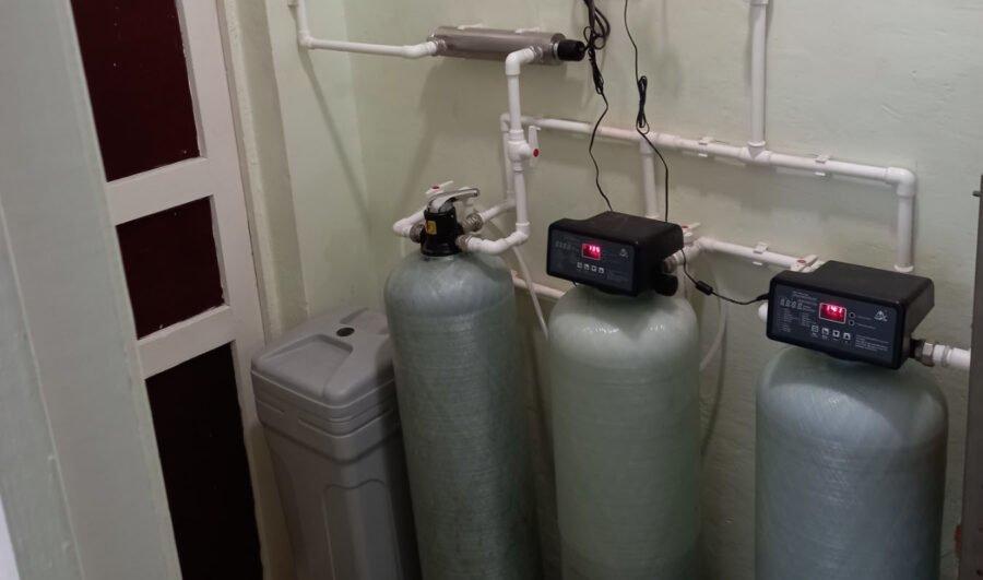 Монтаж системы водоочистки для производства питьевой воды в столовой одной из школ в городе Тюмени